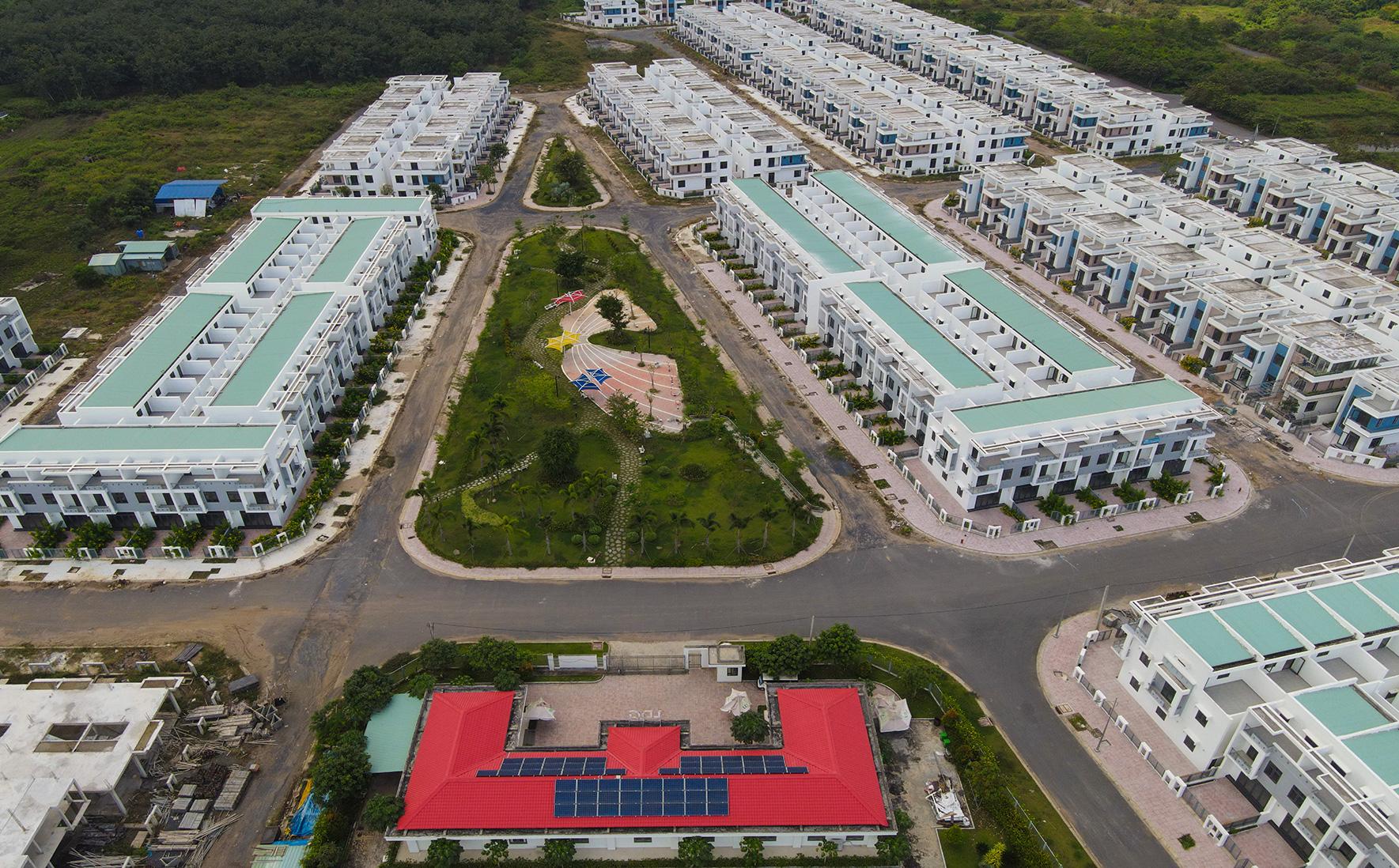 Cận cảnh dự án heo hút của hàng trăm căn nhà xây dựng trái phép, được quảng cáo là đô thị thông minh đầu tiên tại Việt Nam