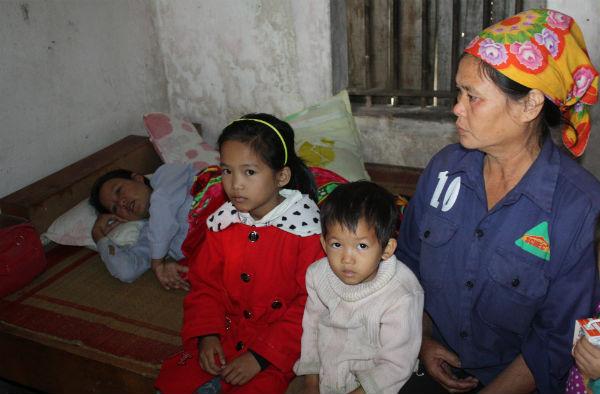 Chị Hồ Thị Hoàn (vợ ngư dân Hồ Vĩnh Lai) đã khóc ngất đi khi nghe tin dữ về chồng. Anh chị có với nhau được 2 mặt con, gia cảnh nghèo nàn. Hiện chị Hoàn đang có bầu tháng thứ 8.
