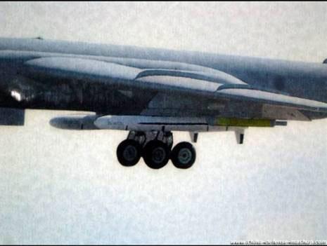Tên lửa CJ-10 lắp trên máy bay ném bom H-6