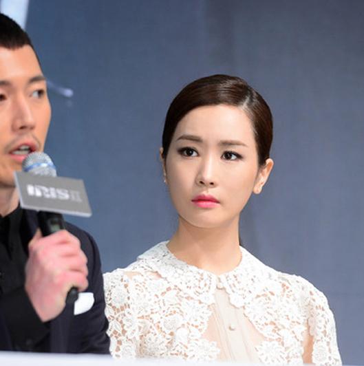 """Lee Da Hae """"xứng danh"""" Nữ hoàng dao kéo xứ Kim Chi 2"""