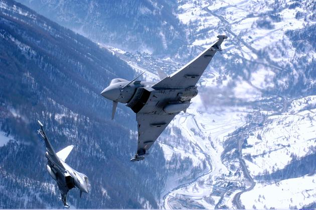 """Hình ảnh tuyệt đẹp của 15 loại máy bay """"khủng"""""""