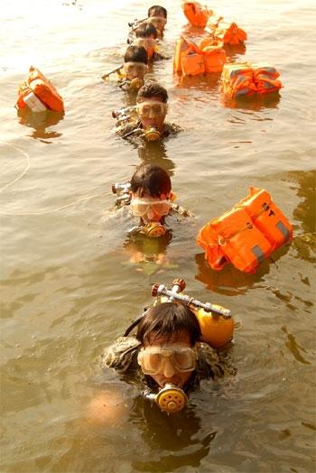 Đội Đặc công người nhái 4, Đoàn M26 (Quân chủng Hải quân) thực hành huấn luyện
