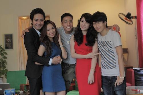 Khểnh (ngoài cùng bên phải) cùng các diễn viên chính của What if
