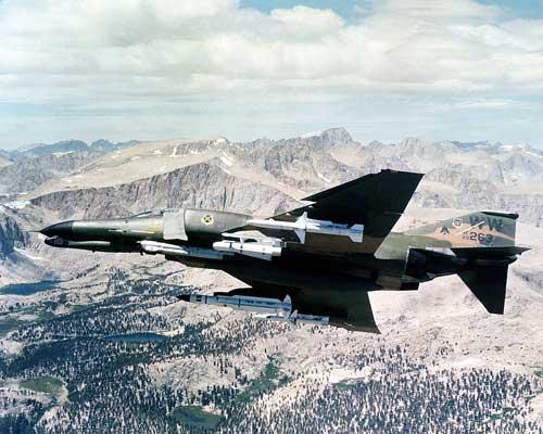 Chiến thuật SEAD xuất phát từ các phi vụ Chồn hoang mà Không quân Mỹ thực hiện trên chiến trường Việt Nam. Trong ảnh, máy bay chiến thuật F-4 được trang bị tên lửa chống bức xạ AGM-45 và AGM-78 trong một nhiệm vụ Chồn hoang.