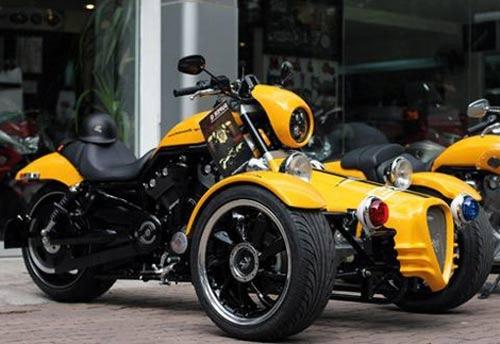 Xế độ Harley Davidson Trike bike độc nhất Việt Nam. Lần đầu tiên, bộ kit hai bánh trước của hãng độ xe Q-TEC (Bỉ) dành cho dòng mô tô phân khối lớn Harley Davidson đã được Saigonmoto nhập về Việt Nam.