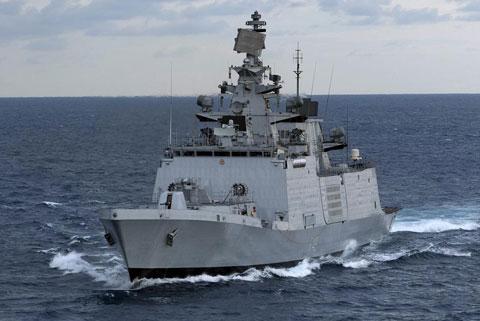 Khinh hạm tên lửa tàng hình lớp Shivalik (3 chiếc) có lượng giãn nước 6.200 tấn, trang bị 8 tên lửa hành trình siêu thanh BrahMos.