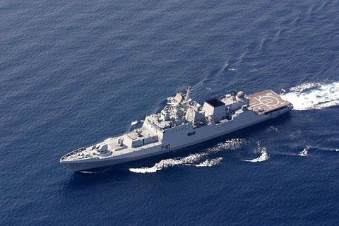 Khinh hạm tàng hình lớp Talwar (5 chiếc) có lượng giãn nước 4.035 tấn, trang bị tương tự lớp Shivalik.