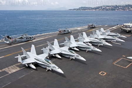 Khám phá siêu tàu sân bay lớn nhất thế giới