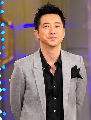 Huấn luyện viên The VoiceChinaDữ Trùng Khánh -người chồng đầu tiên củaY Năng Tịnh.