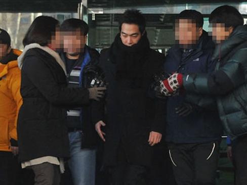 Nam ca sỹ Hàn lĩnh án 5 năm tù vì tội hiếp dâm 1