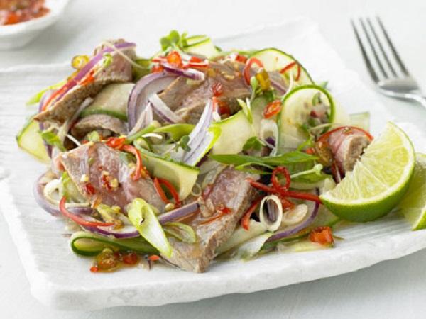 Cơ bắp cuồn cuộn bằng món ăn trưa hấp dẫn