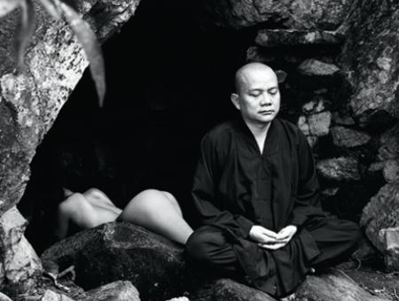 """""""Nuy để thiền"""" - Thái Nhã Vân tố sư thầy Huệ Phong 'thấp hèn'"""