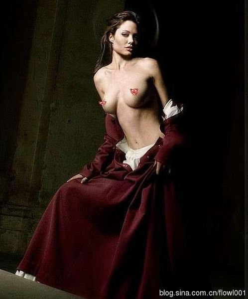 Khai quật ảnh khỏa thân thời xa vắng của Angelina Jolie