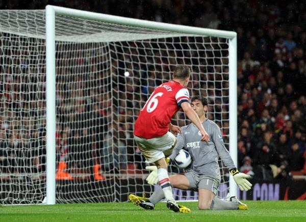 """Thần chết"""" Ramsey ghi bàn khiến... Beckham nghỉ hưu 5"""