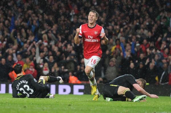 """Thần chết"""" Ramsey ghi bàn khiến... Beckham nghỉ hưu 6"""