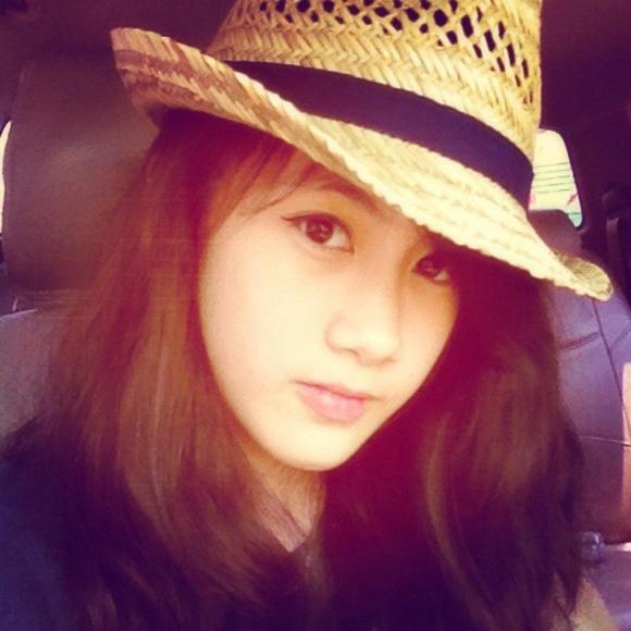 Truy tìm hotgirl Lào xinh đẹp 14 tuổi
