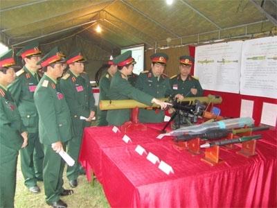 Súng chống tăng vác vai RPG-29 và các loại đạn chống tăng và bộ binh kiểu mới do Việt Nam tự chủ sản xuất.