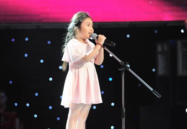 """The Voice Kids tập 1: Bé gái 9 tuổi khiến HLV Thanh Bùi """"nổi da gà"""" 1"""