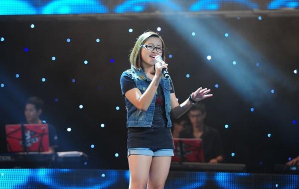 """The Voice Kids tập 1: Bé gái 9 tuổi khiến HLV Thanh Bùi """"nổi da gà"""" 4"""