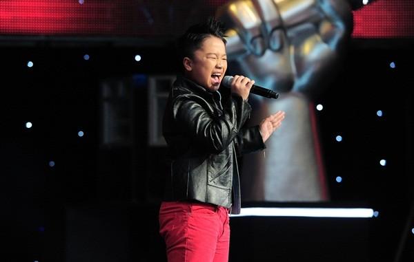 """The Voice Kids tập 1: Bé gái 9 tuổi khiến HLV Thanh Bùi """"nổi da gà"""" 9"""