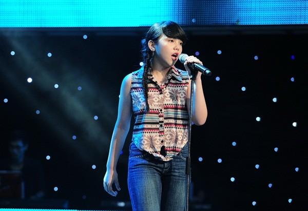 """The Voice Kids tập 1: Bé gái 9 tuổi khiến HLV Thanh Bùi """"nổi da gà"""" 10"""