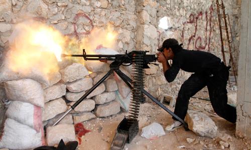 Quân nổi dậy Syria ở thành phố Aleppo - Ảnh: Reuters