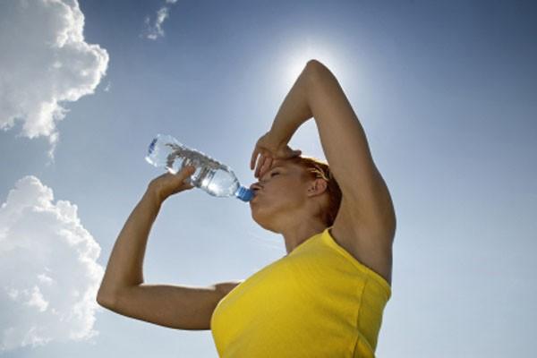 5 hiểu lầm về việc uống nước có thể gây hại cho sức khỏe 2
