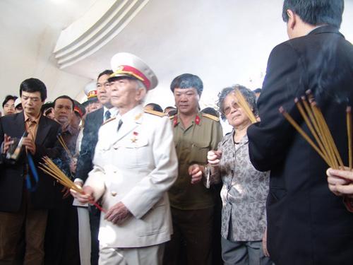 Chùm ảnh: Đại tướng Võ Nguyên Giáp thăm chiến trường Điện Biên Phủ