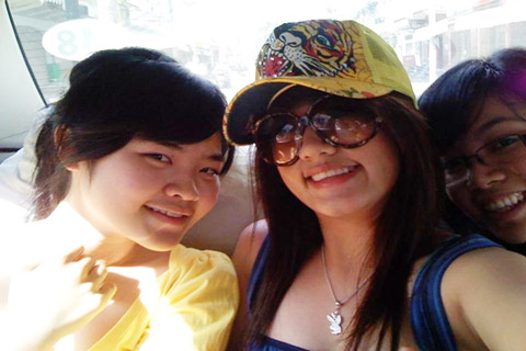 Em gái Cường Đôla Nguyễn Ngọc Huyền My (đeo kính)