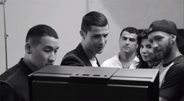 Ronaldo mặc quần lót khoe cơ bắp cuồn cuộn trong quảng cáo mới 5