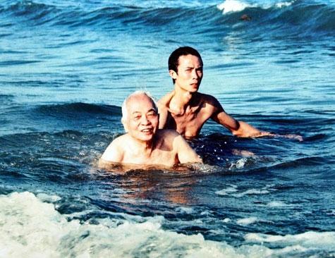 Đại tướng đi tắm biển....