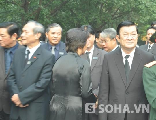 Chủ tịch nước Trương Tấn Sang có mặt khoảng 6h sáng tại nhà tang lễ. Ảnh: Tuấn Nam.