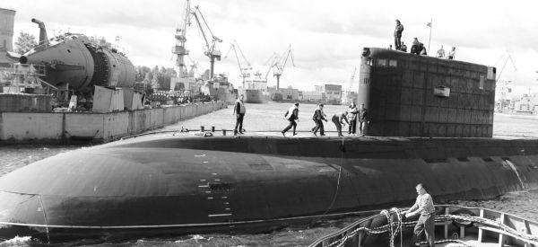 Tàu ngầm Hà Nội trở về nhà máy Admiraltei verfi để bước sang giai đoạn thử nghiệm trên bờ và thử nghiệm tiếp nhận-bàn giao