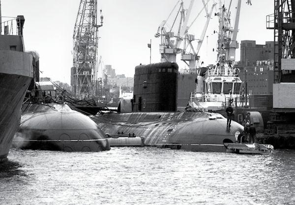 Truyền thông Nga cho biết, tàu ngầm HQ 182 Hà Nội cùng với tàu ngầm HQ 183 Tp. Hồ Chí Minh sẽ được bàn giao cho Việt Nam trong năm 2013