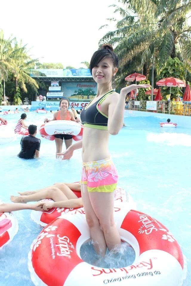 """""""Hot girl làng võ"""" Châu Tuyết Vân nóng bỏng với bikini"""