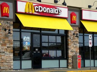 Khai trương cửa hàng McDonald's đầu tiên vào tháng 2/2014