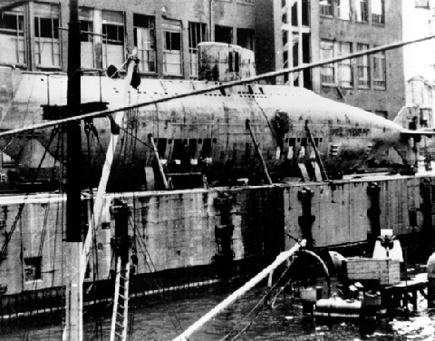 Tàu ngầm XVIIB của Walter ,người đi tiên phong trong công nghệ AIP ,được quân Đồng Minh thu hồi sau Thế Chiến II như môt chiến lợi phẩm