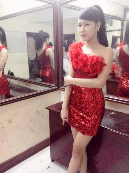 Nam người mẫu Việt chuyển giới thành hot girl cực xinh gây sốt