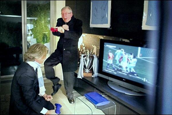 Sir Alex nhảy Gangnam Style trêu Mancini