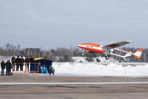 Sau buổi hội đàm với Thủ tướng Việt Nam Nguyễn Tấn Dũng vào tháng 5/2013, Thủ tướng Belarus Mikhail Myasnikovich tiết lộ rằng Việt Nam sẽ mua các máy bay trinh sát không người lái của Belarus.