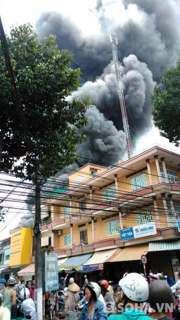 Người dân hoang mang vì vụ cháy