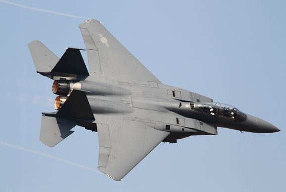 F-15K của Không quân Hàn Quốc có một số tính năng tiên tiến không có trên F-15E, như hệ thống dò tìm và theo dõi hồng ngoại AAS-42 IRST, hệ thống dò mục tiêu gắn trên mũ bay, và hệ thống radar mạng pha chủ động (AESA) AN/APG-63 có khả năng theo dõi 14 mục tiêu và dẫn bắn 6 tên lửa tấn công 6 mục tiêu cùng lúc.
