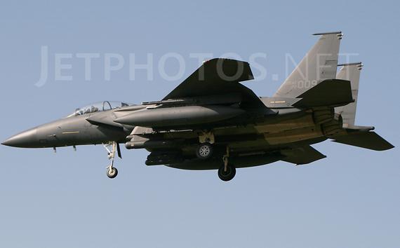 Đây là biến thể của chiếc máy bay tiêm kích chiếm ưu thế trên không F-15 Eagle (Đại bàng), Strike Eagle chứng minh giá trị của nó trong chiến dịch Bão táp Sa mạc, thực hiện các phi vụ tấn công sâu vào các mục tiêu trọng yếu và yểm trợ các lực lượng Liên quân trên bộ.