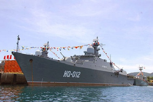 Trong năm 2011, Việt Nam đã đặt hàng 200 tên lửa phòng không 9M311/SA-19 Grison dùng cho tổ hợp pháo tích hợp tên lửa phòng không Palma trang bị trên tàu hộ tống Gepard-3.9. (Trong ảnh: Tàu hộ vệ tên lửa HQ-012 Lý Thái Tổ neo đậu tại quân cảng Cam Ranh)