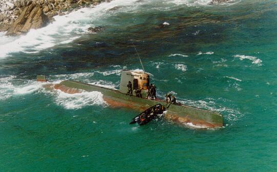 Tàu ngầm Triều Tiên khi bị mắc cạn năm 1996