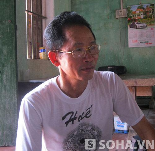 Ông Trương Văn Tỵ - Hội trưởng Hội phụ huynh HS trường Tiểu học cơ sở Đông Tiến bức xúc trao đổi với PV.