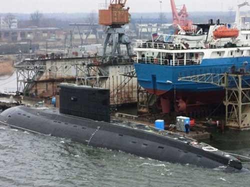 Năm 2009 được xem là năm có nhiều hợp đồng mua sắm vũ khí nhất của Việt Nam. Cụ thể, Việt Nam đã đặt hàng 6 tàu ngầm điện - diesel Kilo Project 636MV trị giá 2,1 tỷ USD.