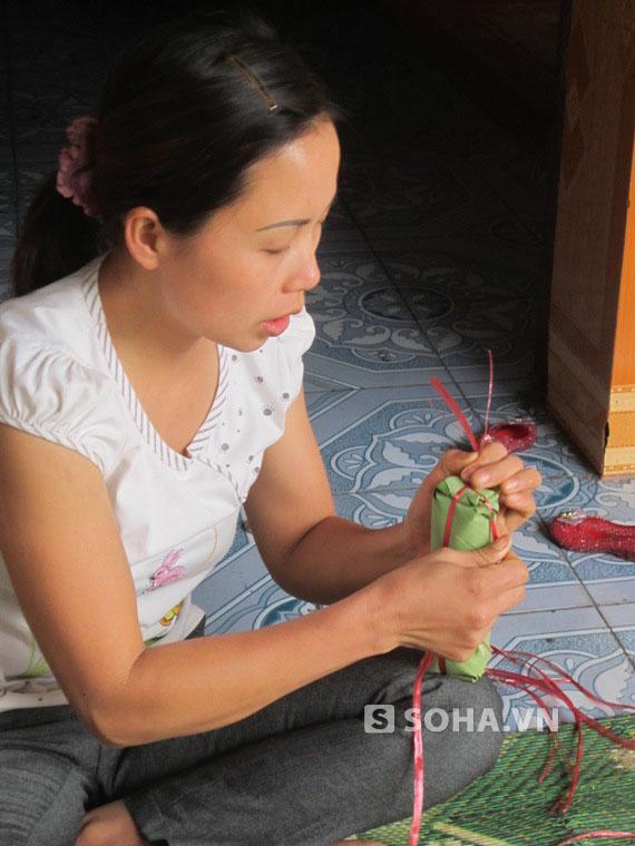 Hiện ở làng Ước Lễ chỉ còn gia đình chị Tình làm nghề truyền thống giò chẩ của ông cha để lại.