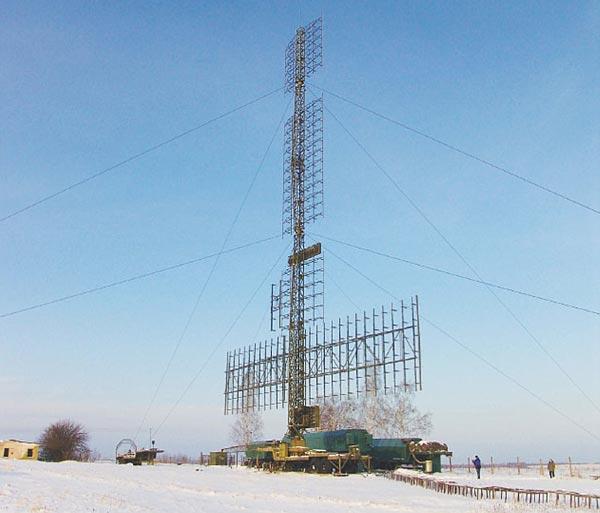 Đài radar trinh sát tối tân 55Zh6UE Nebo-UE. Đây là loại radar mạng pha kỹ thuật số 3 tọa độ. Trên thế giới không có loại radar nào có tính năng tương tự như Nebo-UE, tầm phát hiện mục tiêu 400 km, tầm cao tối đa 65 km, số lượng mục tiêu theo dõi cùng lúc lên đến 100 mục tiêu.