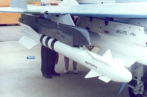 Cùng năm này, Việt Nam đã đặt hàng 250 tên lửa không đối không tầm ngắn dẫn bằng hồng ngoại R-73/AA-11 Archer, số tên lửa này được cho là sẽ trang bị cho tiêm kích Su-30MK2.